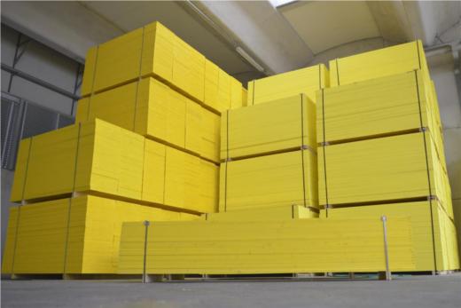 Pannelli per casseforme usati cemento armato precompresso - Pannelli gialli tavole armatura ...
